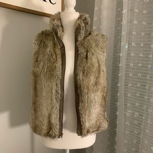 Cozy faux fur Elle zip up vest
